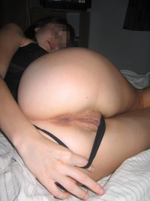 Belle femme avec beau cul en manque de sexe hard